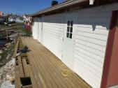 I april började ny fasad och trädäck ta form.