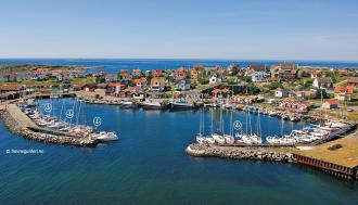 """Hyppelns Hamn sett från öst. Fotot er hentet från """"Hamnguiden 5 Göteborg Svinesund"""" (©havneguiden.no)"""